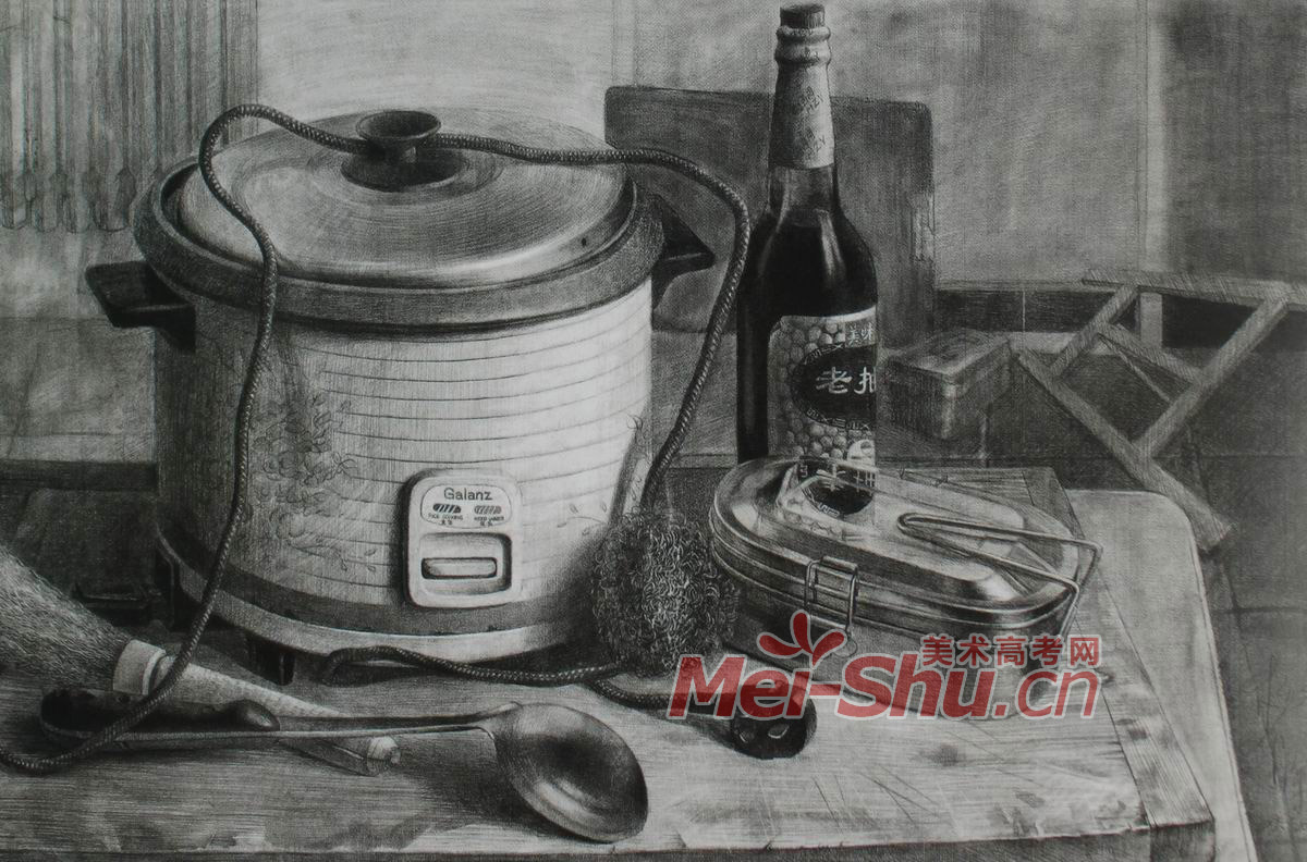 静物素描不锈钢水壶盘子报纸书籍瓶子图片