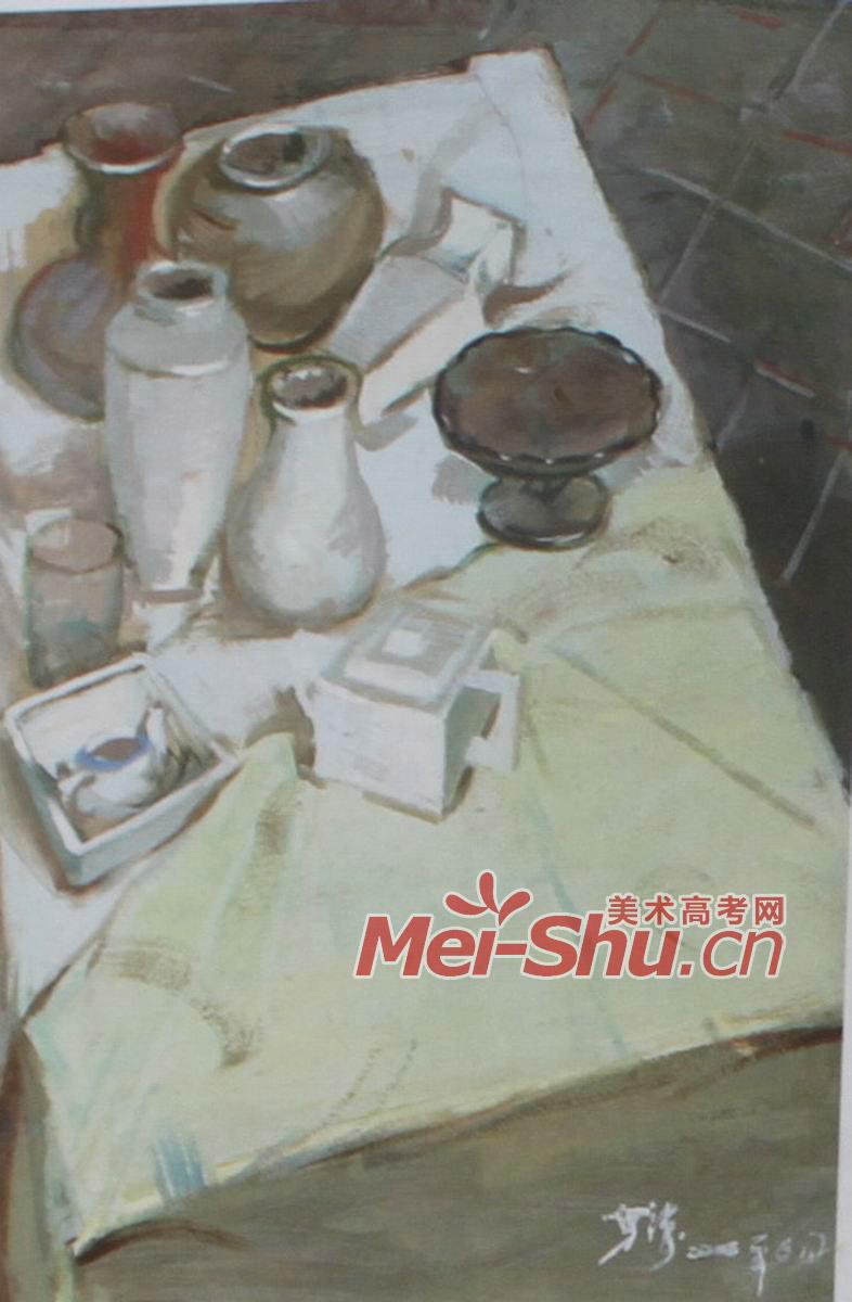 色彩静物组合 玻璃瓶,空瓶子,柚子,水粉画,瓷茶杯,黄瓜,蓝台布