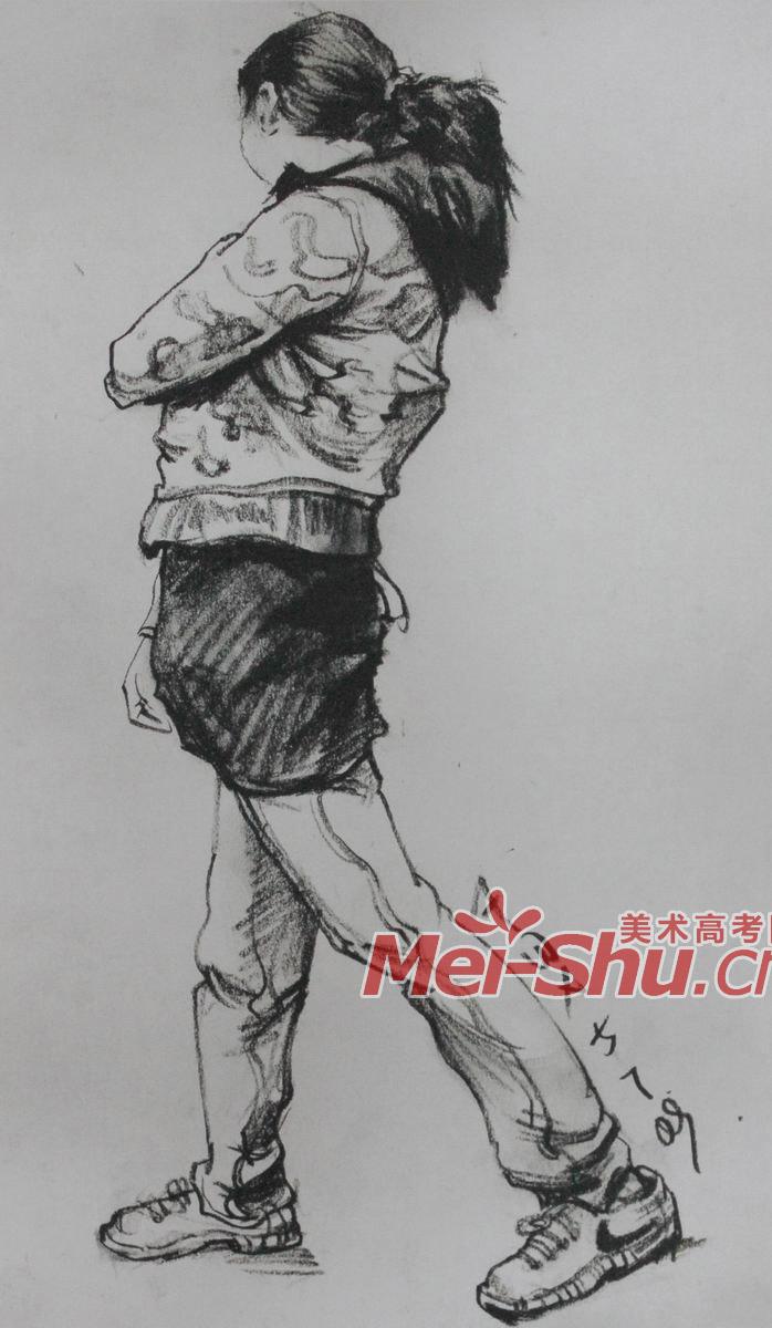 速写人物-单个人物,挂包的人,画速写的人,正侧面,站立