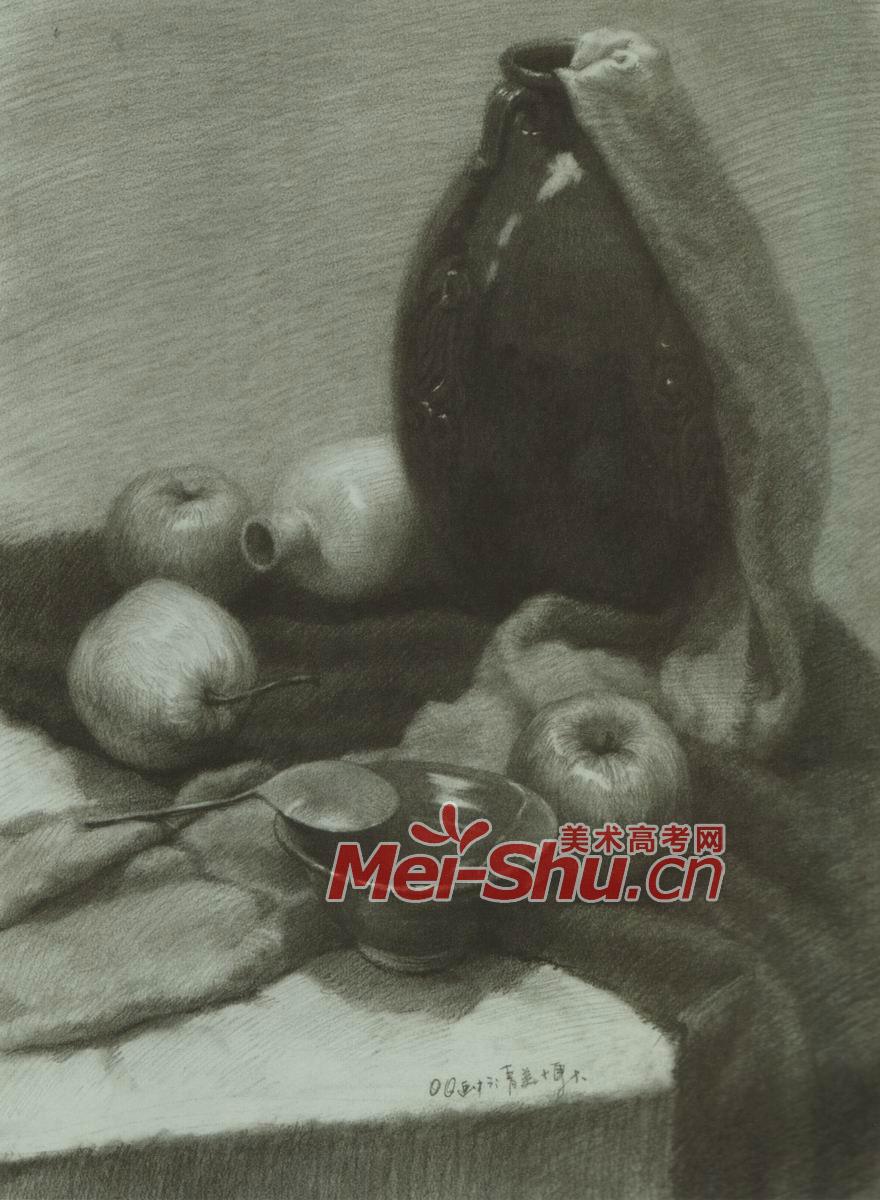 素描静物花瓶罐子黑罐子苹果梨子白盘子(5)_中国美术高考网