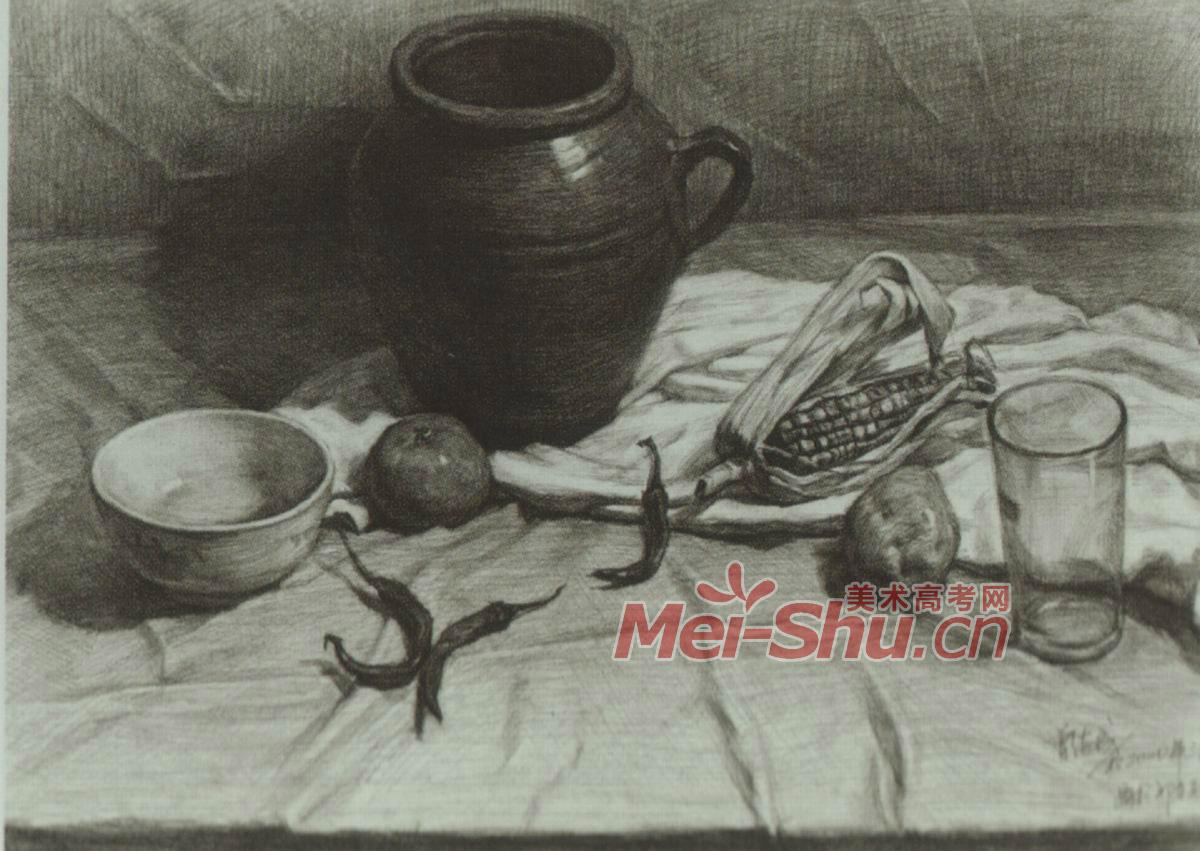 素描静物玻璃杯花瓶碗台布红苹果辣椒组合范画(3)
