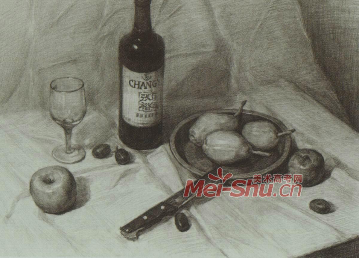 素描静物莲花白啤酒瓶子酒瓶子勺子梨子苹果白台布 5
