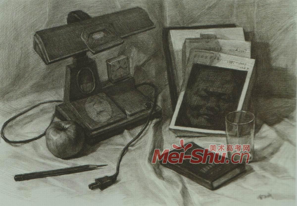 素描范画,玻璃杯,书籍,铅笔,台